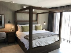 villa_main_bedroom.jpg